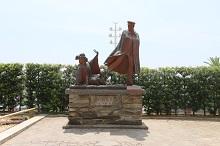 周辺観光のご案内(貫一お宮の像)